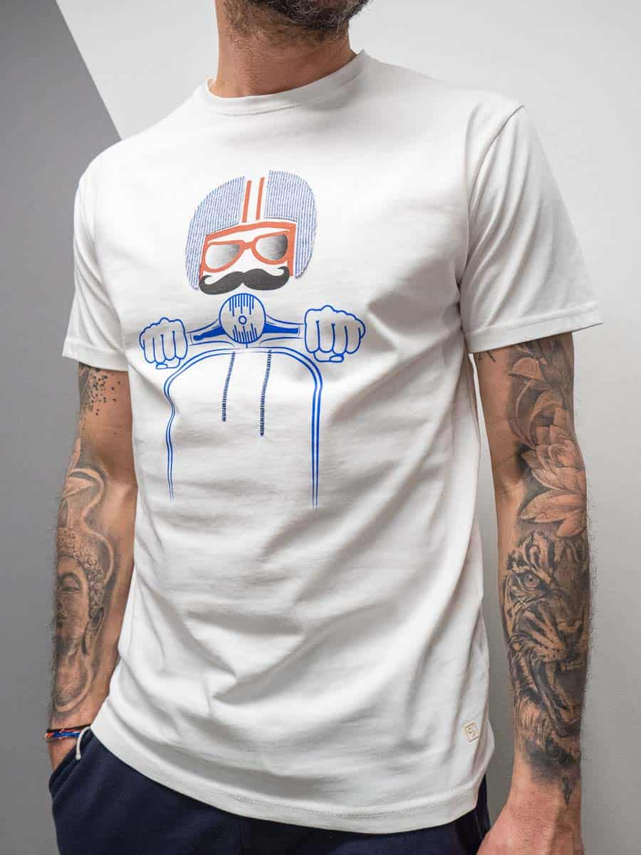 OUTFIT T-shirt in cotone con stampa vespa T017