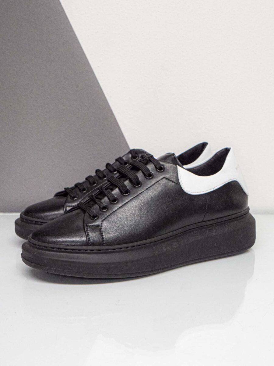WHY NOT BRAND Sneakers in pelle con suola tono su tono rialzata e tallone bianco a contrasto con logo ricamato SNK88