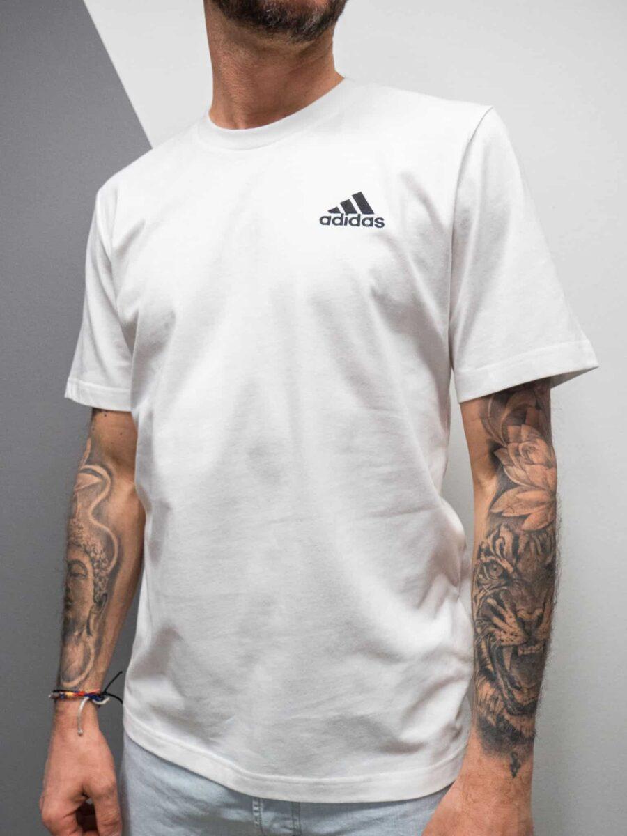 ADIDAS T-shirt tinta unita con logo piccolo GK9639
