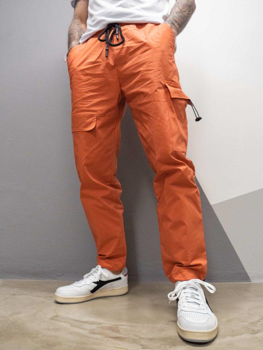 MOD Pantalone leggerissimo con tasconi laterali e laccetti stretch AHP926
