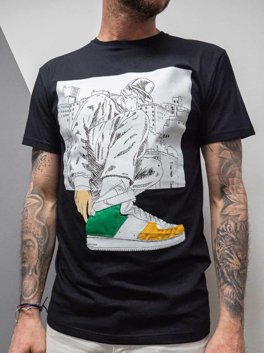 OVER-D T-shirt girocollo con stampa sneakers OM782TS