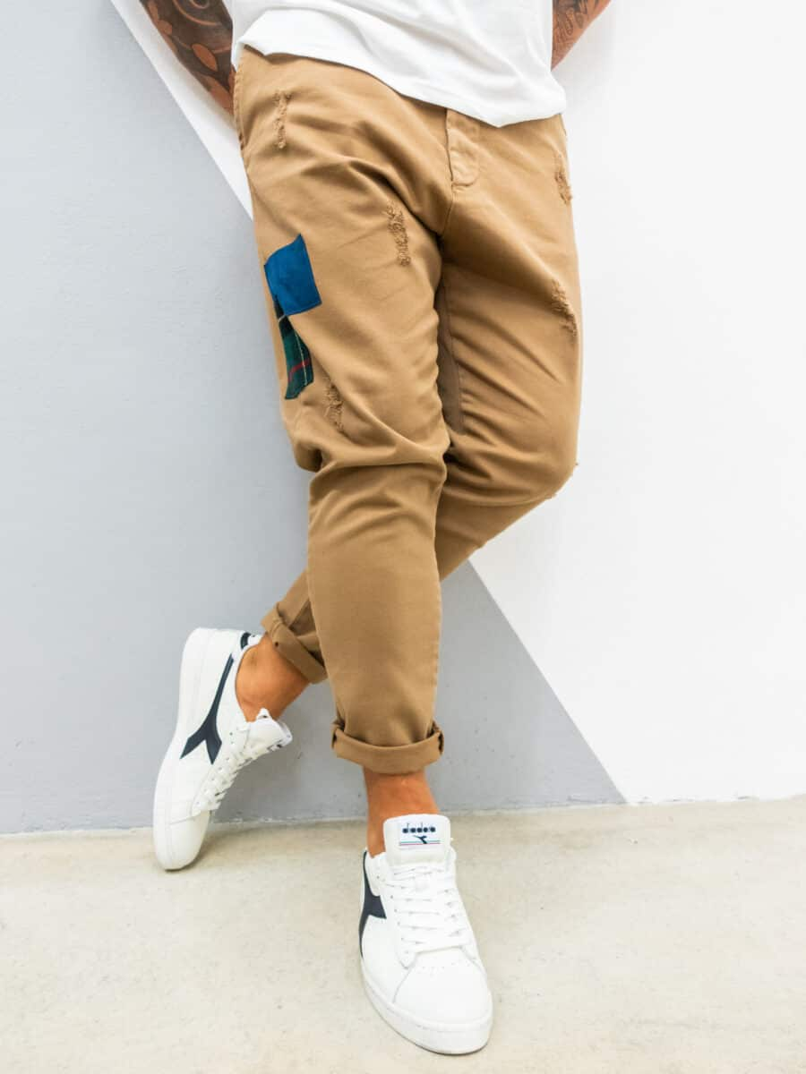V2 Jeans con coulisse in vita, piccole graffiature e patch laterali