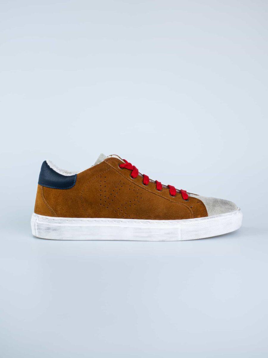 V2 Sneakers in crosta con logo forato e linguetta e tallone a contrasto